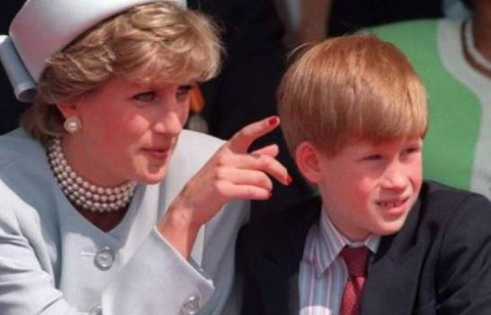 """Príncipe Harry: """"Mi madre nunca tomó el camino fácil"""""""