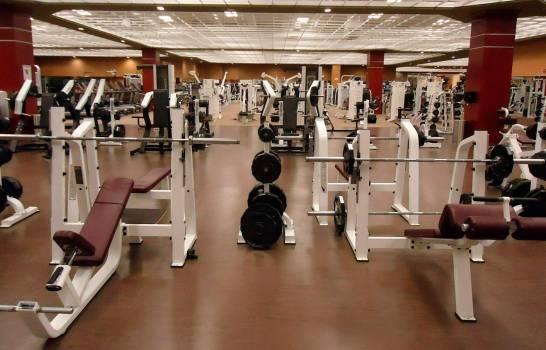 Debe haber distancia de dos metros de las máquinas de ejercicios.